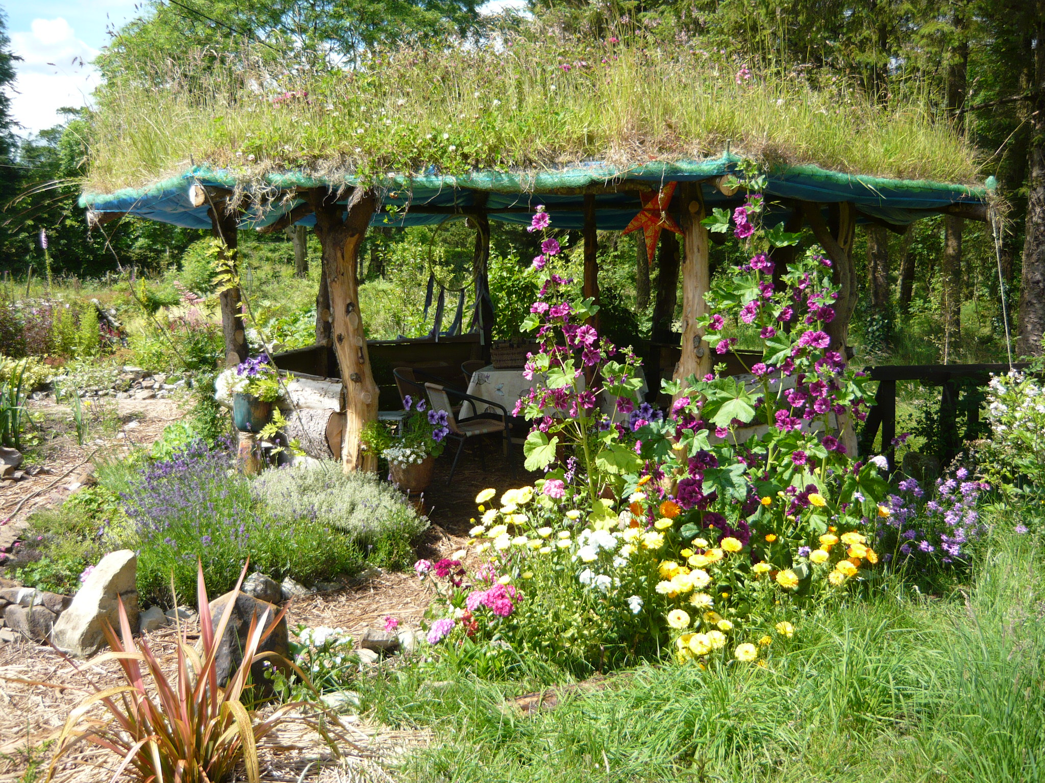 Building A Gazebo With A Living Roof. Part 1.