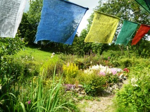 garden july flags